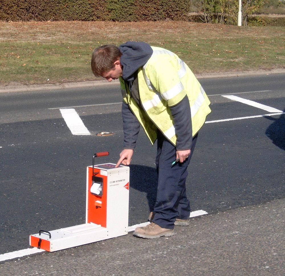 mark retro painting road markings
